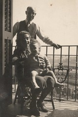 At home with my Parents at El Clot, Barcelona (April 4th, 1945) (heraldeixample) Tags: barcelona espaa parents spain mare father bcn mother catalonia padres catalunya mutter pai padre me madre vater catalua pare pais pre eltern catalogna mre espanya genitori catalogne pares      albertdelahoz  heraldeixample