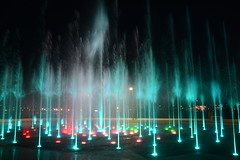 Ensenada At night (El Lemus) Tags: california blue light red green art luz water yellow night america de mexico lights luces noche dance drops agua arte martin dancing el drop gotas fotos ensenada baja gota peninsula nocturnas imagenes exposicion larga lemus martinlemus ellemus