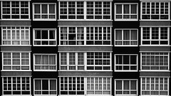 Finestra de finestres (lluiscn) Tags: windows bw white black building window monochrome ventana casa edificio bn finestra fachada blanc pontevedra negre pis cases baiona edifici finca faana finestres galcia