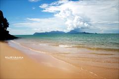 {{ زمنٌ انقضى  }} (|| MURTADHA ||) Tags: blue sea sky beach clouds thailand malaysia و من ماليزيا الفجر جمال شاطئ سماء غيوم جو بقى صيف رمال دون لقاء صار جنه جزيرة تايلند المساء زرقاء وجع صدى لنكاوي مخنوقة الكلمات البعيد عتيق المواعيد حرووف مرتضى معانيها mobde3 m0bde3 تختصر مشمس خجولة تداري murtadha انقضى لوجه لزمن بعيدًا تتعثر mo0obde3 تبدلت بطيئًا مظلمًا انتظارًا لحلم مطفأ