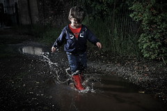 puddle's game! (bass_nroll) Tags: canon 5d 5dmkii mk2 strobe light kid baby child play bimbo gioco scoperta stivali rossi pozzanghera fango splash puddle game discovery mud aftertherain dopolapioggia red boots jump happyness felicit infanzia riflessi reflections drop drops schizzi gocce no rimossadalampistaperinformazioniluciinsufficienti