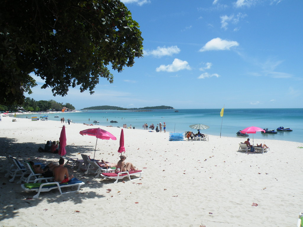 Shady strip, Chaweng Beach, Ko Samui