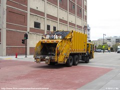 City of Milwaukee 32464 (TheTransitCamera) Tags: city yellow truck garbage downtown crane rear milwaukee ccc chassis load carrier leach