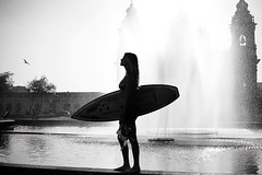 Summer (anita gt) Tags: plaza fountain surf surfer guatemala centro central fuente surfista