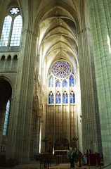 The north transept with rose window (DameBoudicca) Tags: france church window ventana frankreich cathedral fenster gothic kathedrale catedral iglesia kirche medieval ceiling chiesa finestra cathdrale decke rosace francia glise fentre middleages gothique tak techo gotik kyrka medioevo plafond gervais cattedrale frankrike rosone gotico saintgervais moyenge soissons rosewindow fnster mittelalter soffitto gtico transept katedral rosetn stprotais edadmedia stgervais protais saintprotais medeltiden transepto transetto innertak querschiff rosettfnster tvrskepp
