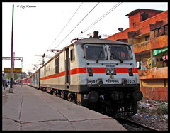 Howrah Rajdhani @ Shivaji Bridge (Raj Kumar (The Rail Enthusiast)) Tags: new bridge canon delhi kolkata raj anand rath vihar shivaji kumar howrah dhanbad rajdhani partho tilak garib 30012 30283 wap5 sasaram wap7 parthajit sx30is navjagran
