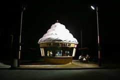 every life has a soundtrack (TW Collins) Tags: family building architecture cherry florida cone twist nighttime sprinkles icecream fiberglass kissimmee icecreamstand softserve twisteetreat hunterscreek buildingsindisguise