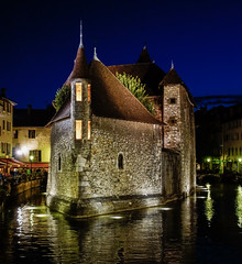 Annecy 6 - Francia (bervaz) Tags: blue france annecy water azul noche arquitectura agua nocturna francia