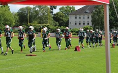 __IMG_8223 (blood.berlin) Tags: family fun coach referee team banner virgin magdeburg return qb win guards touchdown bulldogs tackle americanfootball punt fieldgoal spandau bulldogge gameball