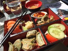 Lunch 29/6 (Atomeyes) Tags: sushi mat wang lax wasabi dumplings vatten fisk ris vinger vitkl