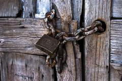 Havana2-05518 (StephV909) Tags: door wood texture cadenas rust lock havana cuba chain porte bois chaine rouille lahavane cstphanevaillancourt stephvstephanevaillancourtcom
