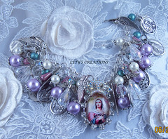 """Queen of Angels"" Catholic Handmade Charm Bracelet (inspirational) Tags: religious wings catholic angeles handmade jewelry alas bracelet handcrafted virginmary medals virgenmaria patronsaints divinemercy ourladyofmtcarmel queenofangels divinamisericordia santospatronos joyeriacatolica medallasreligiosas"