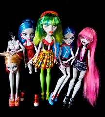Team Ghoulia (myookat) Tags: monster dead skull dawn dance high team doll comic spirit ss fast tired shores mh con ts dt sdcc reroot dotd yelps ghoulia
