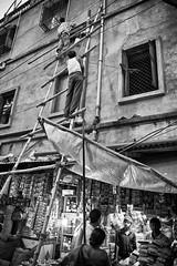 Masons (Satyaki Basu) Tags: street people india canon eos market indian 1750 tamron kolkata bengal bnw calcutta westbengal sealdah 450d kolay gettyimagesmiddleeast