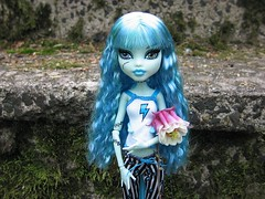 The Beautiful Blue Frankie. (Leenechan) Tags: customized reroot frankiestein monsterhigh dayatthemaul