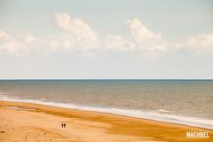 Paseando por la playa de Matalascaas (machbel) Tags: mar gente playa andalucia nubes caminar ola doana parquenatural oceanoatlntico