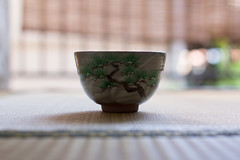 Matcha Bowl on Tatami (Christian Kaden) Tags: plant tree japan shop pine kyoto tea pflanze pflanzen bowl pottery  matcha greentea matsu  kiefer tee  baum geschft  teaset gettyimages chawan schale  tpferei   grnertee   teaservice      grntee tpfer  teegeschirr kiyomizuyaki ikai trinkschale   matchabowl   kyoyaki teautensils   teeutensilien matchaschale     grnerteejapanisch