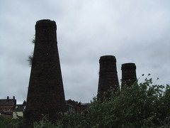 UK - Staffordshire - Stoke-on-Trent - Burslem - 3 Bottle kilns of Acme Marls Ltd at Bournes Bank (JulesFoto) Tags: uk england stokeontrent staffordshire chimneys potteries burslem industrialheritagebottlekiln