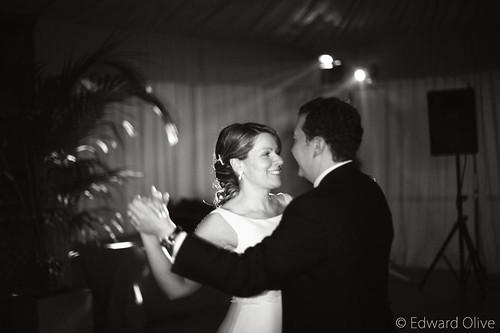 Foto de los novios bailando vals de una boda de 2008 Edward Olive fot�grafo para bodas Gema Ibarra Clases de baile para novios bodas Madrid Baile Nupcial