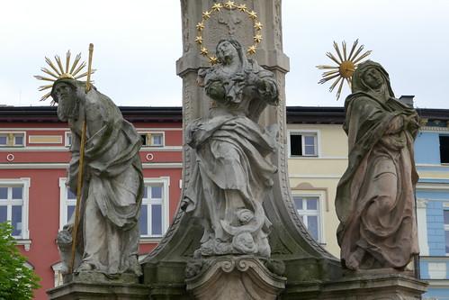 Matka Boska z rodzicami na pomniku Trójcy Świętej (1739-42, Klahr Starszy) w Lądku Zdroju