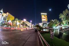Las Vegas, the Strip (Gonzalo Diaz Cruz) Tags: city urban night noche lasvegas outdoor streetphotography ciudad location nocturna thestrip airelibre