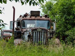 Stranded Rusty Old Autocar Tow Truck (J Wells S) Tags: ohio abandoned rust rusty batavia crusty autocar vintagetruck aths historictruck americantruckhistoricalsociety holmestwinboom tomrohrich autocartowtruck mikestowingrecovery autocarwrecker