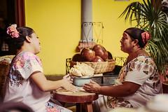 Las tortillas a mano (adan_jardon) Tags: tortillas gente mujeres tradicin amano masa maz mxico mrida yucatn vestuario color experiencia nikond800 nikon2470
