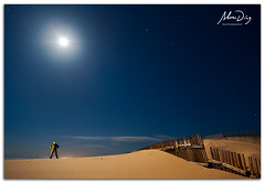 Man under the moon (alonsodr) Tags: lighting longexposure nightphotography beach night noche andaluca seascapes nocturnal sony playa torch nocturna alpha cdiz alonso tarifa marinas carlzeiss linterna iluminacin largaexposicin puntapaloma a900 alonsodr fotografanocturna alonsodaz alpha900 cz1635mm