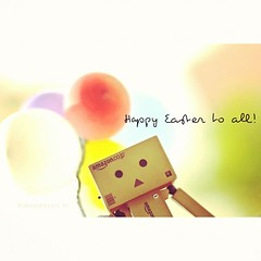 Happy Easter to all! (Andreina _) Tags: sun love yellow square 50mm amazon 5 balloon happiness cardboard amaro yotsuba danbo carbo d90 vinyltoys revoltech nikond90 danboard balloonscolors minidanbo minidanboar