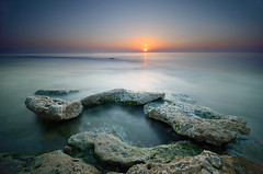 Tabula Rasa (Javier_Lpez) Tags: blue sea orange seascape green azul marina nikon rocks 10 sigma playa paisaje alicante amanecer javier angular 1020 naranja roca elx elche pasos linterna lpez aguamarga d7000 javierlpez