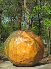 Franz West - Sphairos - 1998 (Eddy VDB) Tags: sculpture art belgium 1998 antwerp antwerpen austrian belgiê kunstwerk beeldhouwwerk franzwest middelheimmuseum sphairos oostenrijks