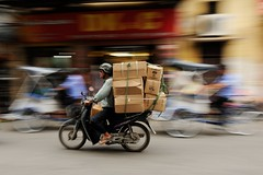 Vietnamese courrier (Around The Lens) Tags: street travel motion art nikon asia vietnamese vietnam motorbike moto asie courrier hano vietnamien deuxroues coursier d700