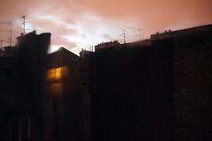 Trente-six vues sur le mur d'en face (17)  Paris, le 8 juin 2012 (Stphane Bily) Tags: rain wall lumire pluie mur flou toujours antennes courdimmeuble stphanebily