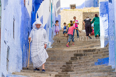 The Old Man Walking Down to the City (Beum Gallery) Tags: africa old people mountain stairs montagne candid oldman down morocco maroc maghreb chaouen chefchaouen escalier vieux homme gens rif goingdown afrique xaouen chauen mountaincity godown  xauen vieillard vieilhomme descendre oldmedina    personnege     villeperche   accawn anciennemdina