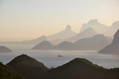 paixão: camadas (Ruby Augusto) Tags: brasil landscape paisagem layers tug rebocador niteróirj parquedacidaderj brasilemimagens
