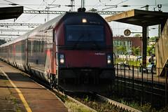 Railjet in Tatabnya Station (Vajvoda Tams) Tags: railroad train mnchen hungary outdoor budapest siemens rail vehicle locomotive taurus bb keleti mv vonat plyaudvar vast tatabnya railjet