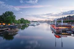 Strandvgen (Holger Neuert) Tags: longexposure reflection water zeiss landscape boats se stockholm schweden sverige bluehour spiegelung batis strandvgen blauestunde landschaftsaufnahmen stockholmsln landschaftsaufnahme batis225 zeissbatis225mm