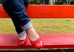 simplicidade (tintas) Tags: red portugal shoes do fuji castelo finepix viana tintas sabrinas vermelhas exr f500