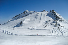 Gefrorene Wand (Kretzsche93) Tags: schnee winter ski tirol berge skilift alpen gletscher sonne blauerhimmel hintertux frhling skitag skipiste wrme tuxertal hintertuxergletscher gefrorenewand sommerskigebiet frhjahrsski