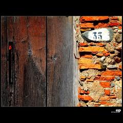 33 (Osvaldo_Zoom) Tags: door wood wall nikon 33 d80
