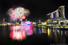 Singapore NDP fireworks 2011 (Faizal Jasri) Tags: travel bridge black reflection marina bay singapore fireworks card national malaysia ndp politician government helix nightscene colourful bunga api johor manifesto mbs faizal maybank 3second colorphotoaward jasri pejal fluertoon