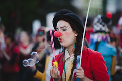 11/05/12 (Thien V) Tags: rouge clown satire 11 danse swing mai gras printemps rable manifestation vendredi
