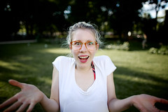 "Leila: ""heh?"" (Fa.bian) Tags: summer woman face glasses funny warm emotion bokeh outdoor wide surprised leila heh astonished canoneos5dmarkii bildermacher canonef24mmf14liiusm fabiangehweiler"
