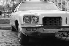 Oldsmobile 98 (J. Piecuch) Tags: auto usa white black car minolta 98 xp2 american ilford eight oldsmobile ninetyeight wrocław ninety 7000 samochód