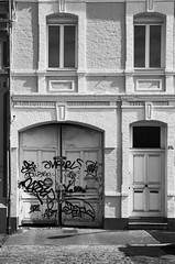 (Jean-Luc Lopoldi) Tags: street windows bw noiretblanc garage tags porte blanc ville faade nord briques fentres vandalisme