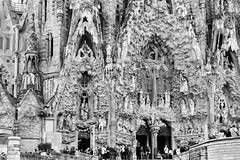 Sagrada Famalia Portal (Ron Scubadiver's Wild Life) Tags: barcelona street people blackandwhite monochrome familia spain nikon cathedral gaudi sagrada 24120