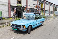 BMW 3-series E21 (R. Engelsman) Tags: auto classic car cycling rotterdam classiccar bmw vehicle oldtimer 010 3series wielrennen rotjeknor e21 katendrecht dekaap rondevankatendrecht dubbelsteyn oranjepeleton