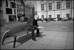 Gent (B) - Sint-Baafs - 2016/05/26 (Geert Haelterman) Tags: blackandwhite white black monochrome belgium candid streetphotography fujifilm zwart wit ghent gent gand geert streetshot x10 photoderue straatfotografie photographiederue fotografadecalle strassenfotografie fotografiadistrada haelterman