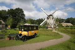 Extreem rustiek (Maurits van den Toorn) Tags: bus omnibus autobus ford fordt gtw museumbus molen moulin mill windmill mhle openluchtmuseum arnhem