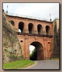 Schlossbrcke, 1735 - Stadt Luxemburg (p_jp55 (Jean-Paul)) Tags: bridge pont luxembourg brcke luxemburg saarlorlux stadtluxemburg 1735 schlossbrcke ltzebuerg cityofluxembourg villedeluxembourg stadltzebuerg